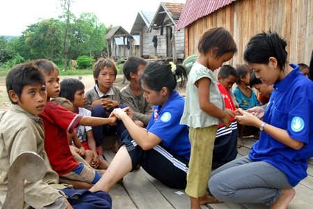 giúp đỡ người nghèo