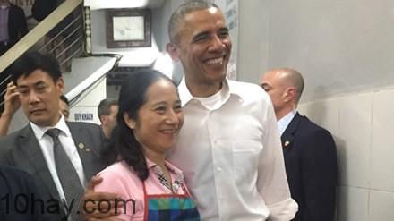 Tổng thống Obama cùng bà chủ quán bún chả tại Hà Nội