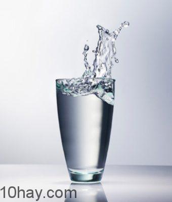Uống nước – cách chống say rượu cần thiết