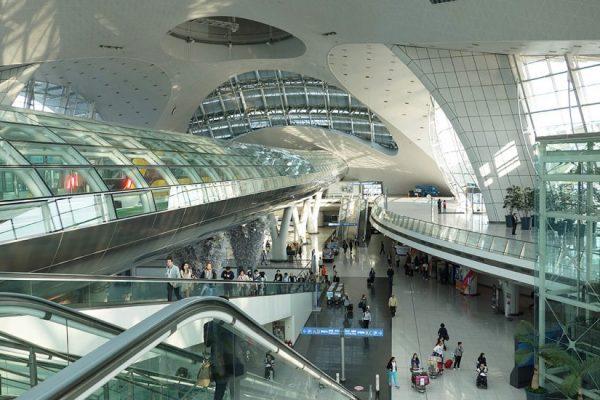 Sảnh trung tâm của sân bay Incheon)