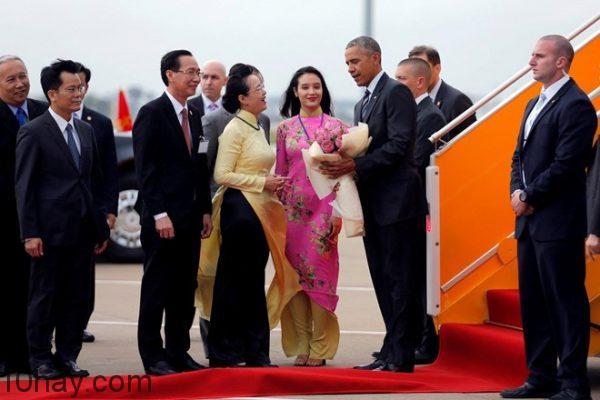 Tổng thống Obama tại sân bay Tân Sơn Nhất