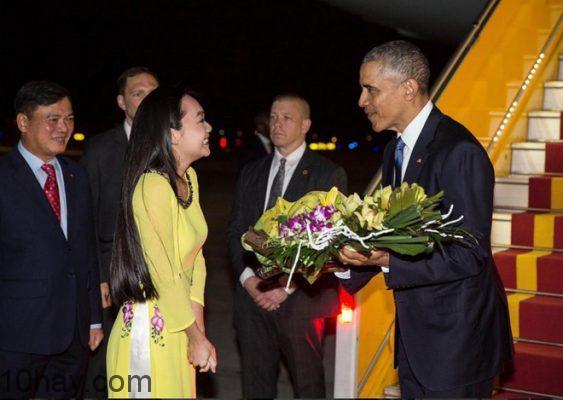 Tổng thống Obama tại sân bay Nội Bài