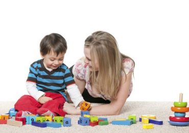 Top 10 trò chơi thú vị bạn có thể cùng chơi với bé hơn 1 tuổi