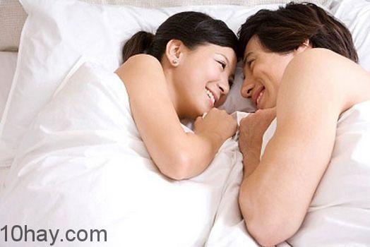 Cách ngủ này sẽ làm các cặp đôi cải thiện đời sống chăn gối