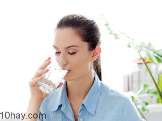 lợi ích uống nước buổi sáng