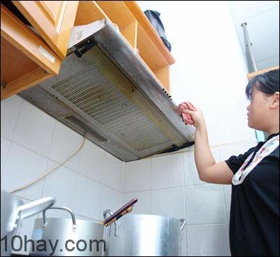 Bật quạt thông gió cho bếp hoặc nhà tắm