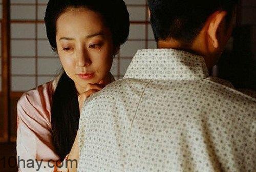 Bố chồng ngủ với con dâu trước con trai