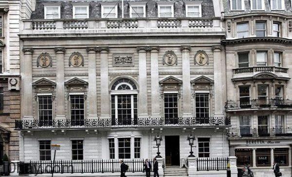 Câu lạc bộ của các quý ông White's, London, Anh