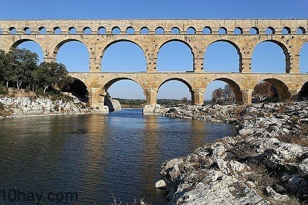 Cầu Pont du Gard