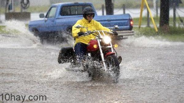 Lái xe an toàn cẩn thận hơn trong thời tiết xấu