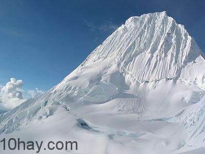 Núi Alpamayo