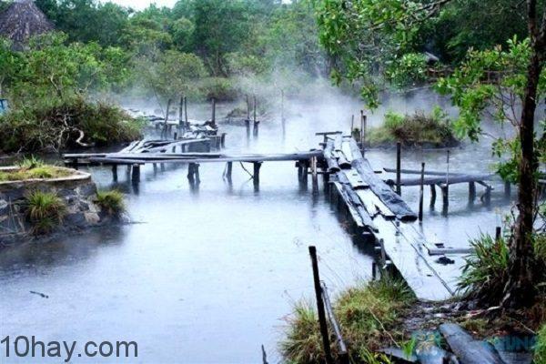 Khung cảnh Suối nước nóng Bình Châu