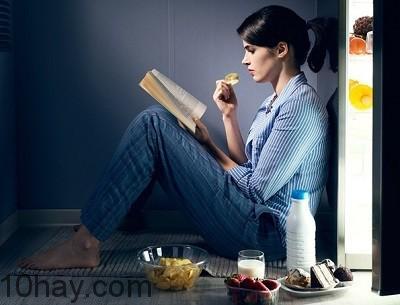 Nhu cầu ăn bổ sung khi thức khuya