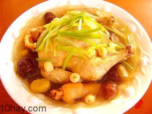 Món gà hầm hạt sen tẩm bổ