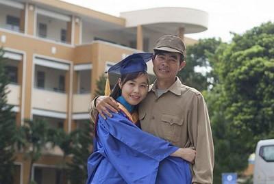 Chia sẻ những thành công mà bạn đạt được với bố mẹ
