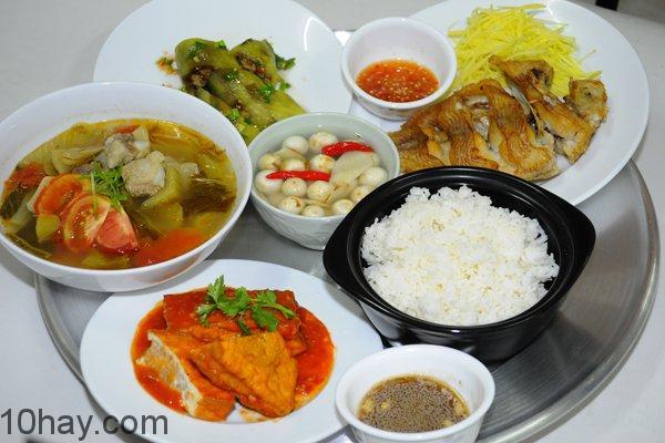 Mâm cơm ngon với những món ăn hợp khẩu vị cả nhà