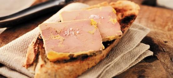 Gan ngỗng thường được ăn cùng với bánh mỳ