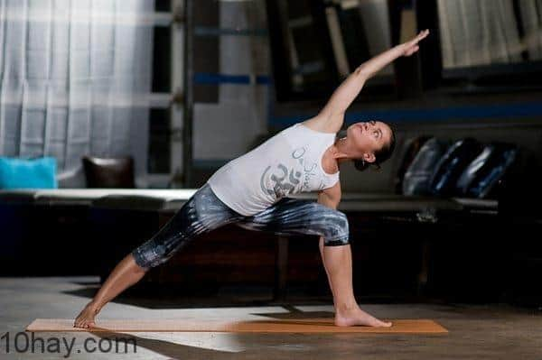 Tập những động tác thể dục đơn giản khi buồn chán