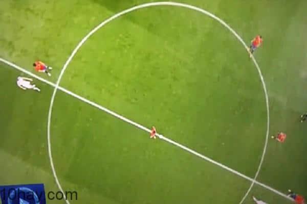 Tây Ban Nha giao bóng