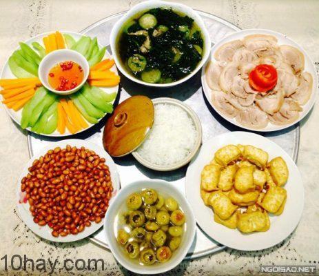 Mâm cơm gia đình hàng ngày