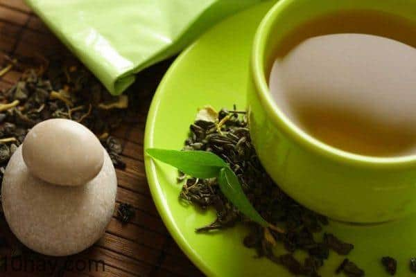 Nước trà xanh làm dịu vết bỏng nắng hiệu quả