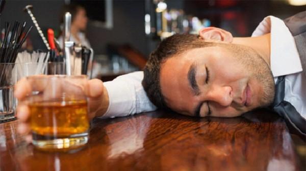 Uống nhiều rượu sẽ gây nghiện
