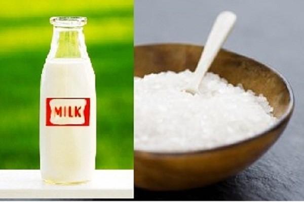 Ngọc trai kết hợp với sữa giúp trị mụn đầu đen hiệu quả