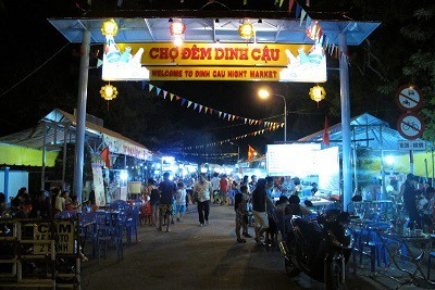 Chợ đêm Dinh Cậu