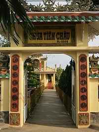 Cổng chùa Tiên Châu
