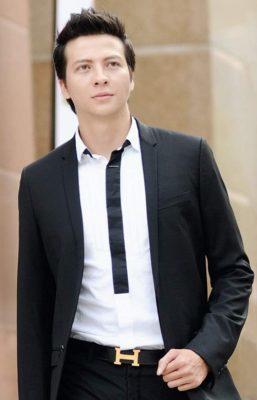 Duong Hoang Anh sang trọng, lịch thiệp và là một diễn viên giỏi.