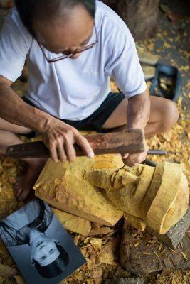 Vĩnh Bảo: Nghệ nhân làng nghề tạc tượng gỗ truyền thần