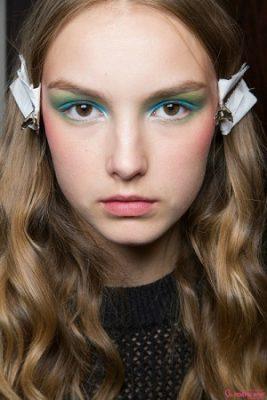 Phá cách với đường kẻ eyeliner nhiều màu sắc