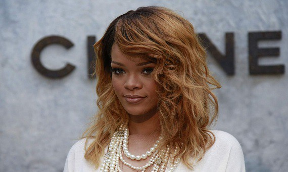 Từ giọng hát nghiệp dư trở thành ca sĩ đẳng cấp thế giới, Rihanna có được thành công nhờ luôn biết cách biến hóa bản thân và hiểu khán giả trẻ cần gì