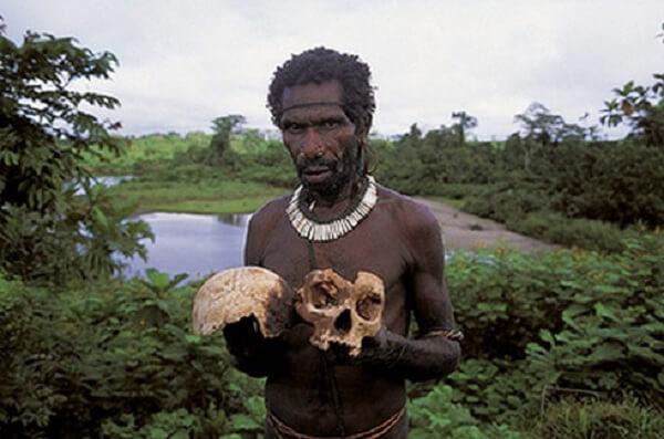 Một bộ tộc ăn thịt người