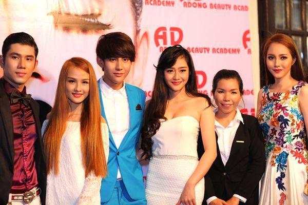 Dàn người mẫu của công ty Á Đông