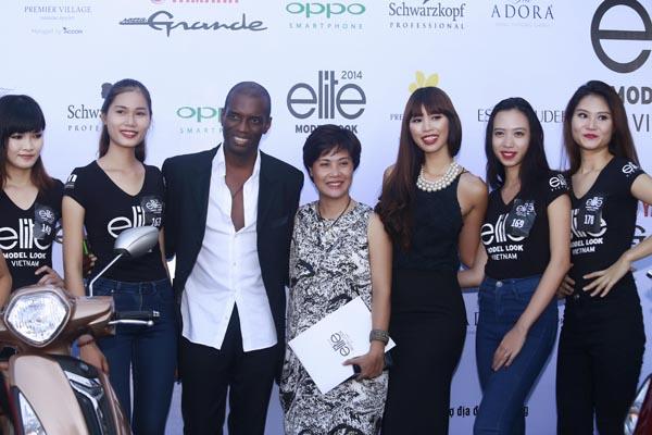 Bà Thuý Nga (giữa) trong sự kiện của Elite Việt Nam