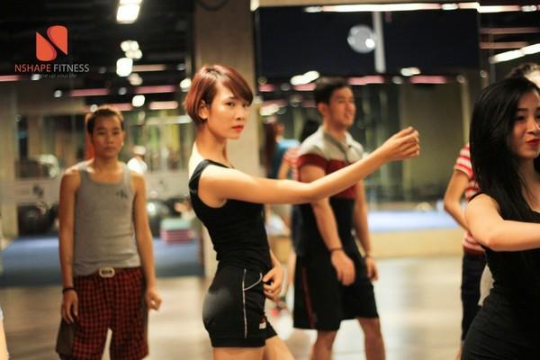 Lớp học nhảy của công ty người mẫu New Talen