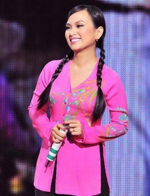 Ca sĩ Hà Phương xinh đẹp, bình dị