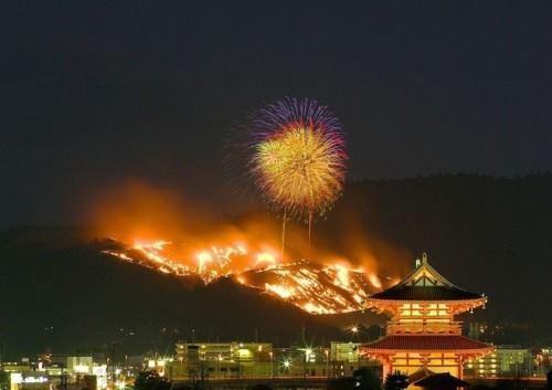Lễ hội đốt núi Wakakusa