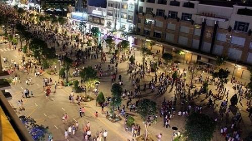 Phố đi bộ Nguyễn Huệ - Địa điểm hẹn hò lý tưởng