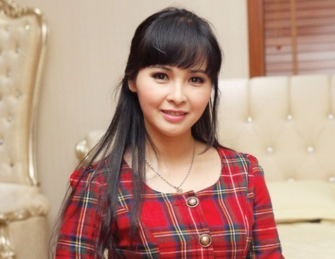 Ca sĩ Trang Nhung đẹp, sang trọng