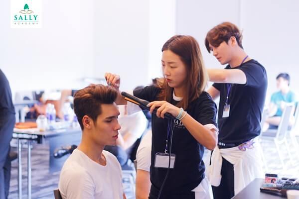 Trung tâm dạy nghề cắt tóc chuyên nghiệp
