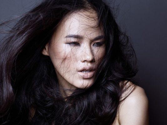 Siêu mẫu Tuyết Lan là người mẫu đầu tiên được chọn lên bìa tạp chí thời trang danh giá phiên bản Việt Elle.