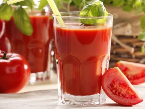 Nước ép cà chua nhìn thật hấp dẫn.