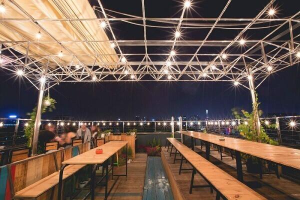 Một quán cà phê trên sân thượng tại TPHCM
