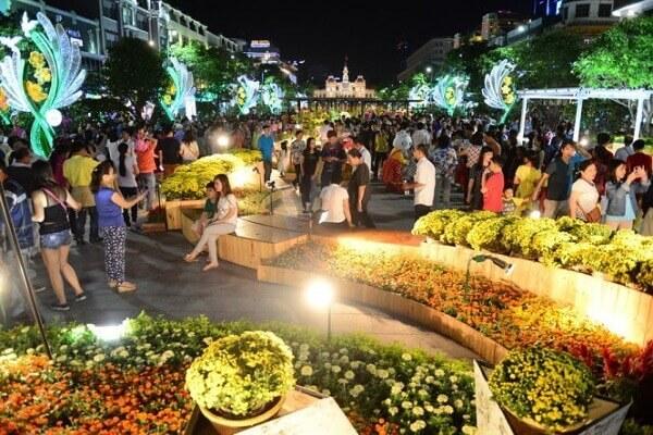 Đường hoa Nguyễn Huệ: địa điểm chơi Tết Dương lịch 2017 hấp dẫn