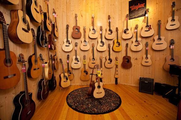 Top 10 cửa hàng Guitar uy tín tại TPHCM