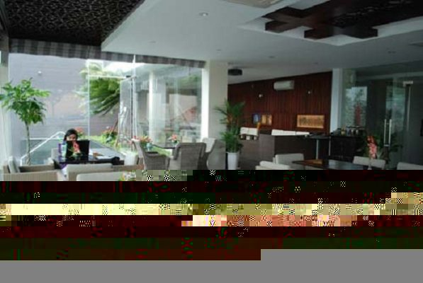 Không gian thoáng đãng hiện đại tại Sun - Ocean Cafe