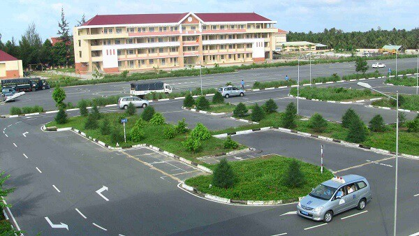 10 trung tâm dạy lái xe ô tô uy tín tại TPHCM