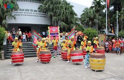 Các trò chơi dân gian được tổ chức tại bảo tàng Dân tộc học khi Trung thu đến